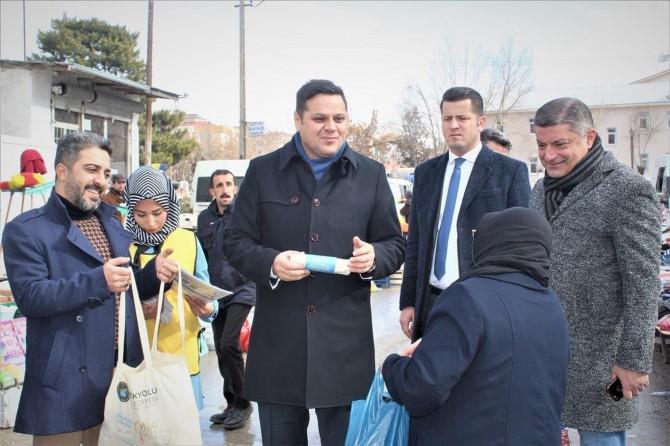 İpekyolu Belediyesi vatandaşlara bez torba dağıttı