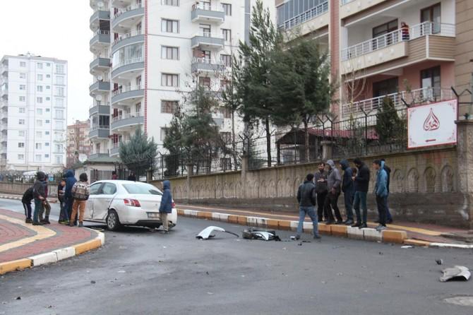 Diyarbakır'da tehlikeli kavşakta bir kaza daha yaşandı