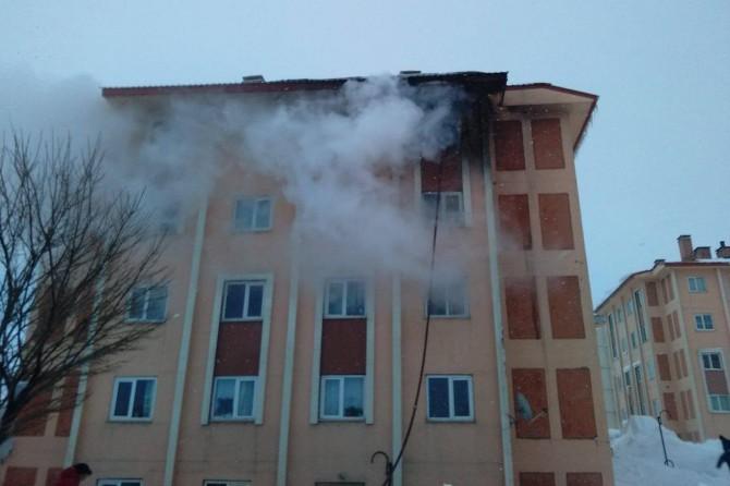 Yangın bina sakinlerine korku dolu anlar yaşattı