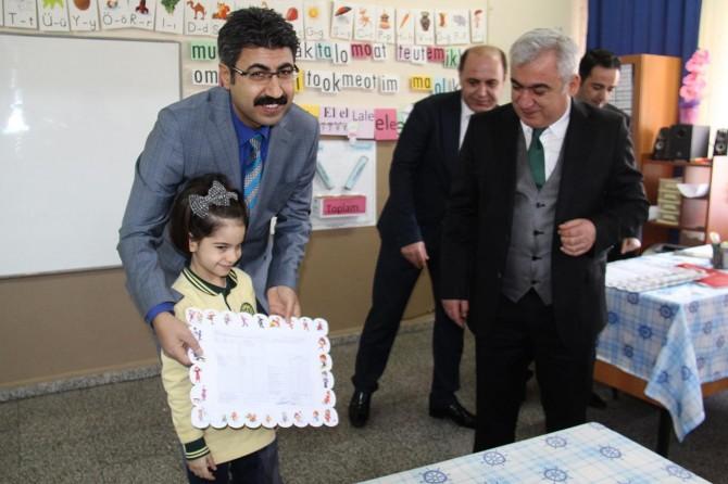 Diyarbakır'da 491 bin öğrenci karne sevinci yaşadı