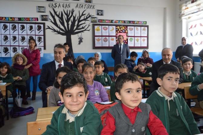 Bitlis'te 89 bin öğrenci karne heyecanını yaşadı