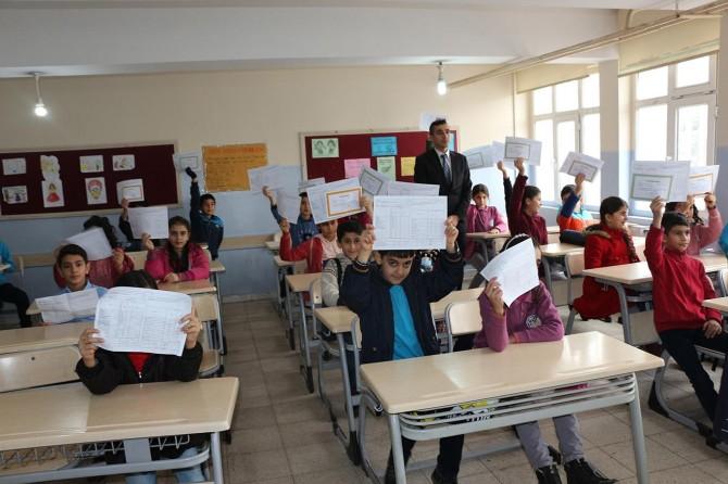Mardin'de 250 bin öğrenci karne heyecanı yaşadı