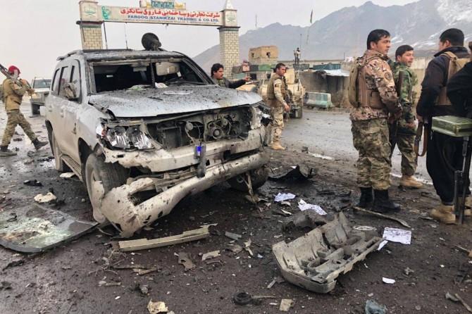 Afganistan'da vali konvoyuna saldırı: 8 ölü