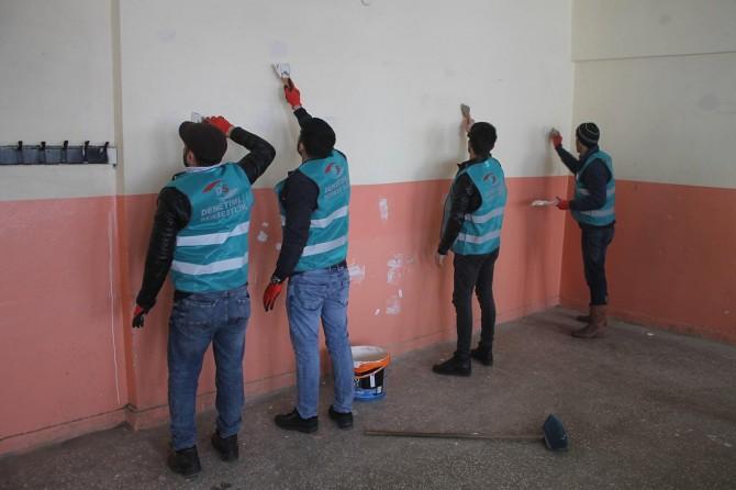 Muş'ta hükümlüler okul temizleyip tadilat yaptı