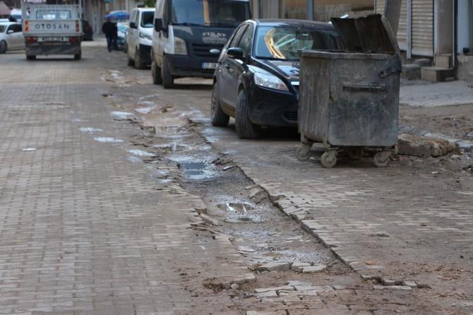 Kızıltepe'de bozdurulup yapılmayan yollarının onarılmasını istiyorlar