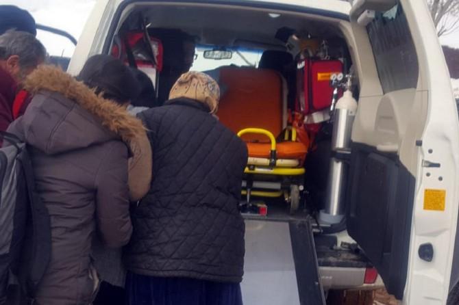 Van'da kırsalda hasta kurtarma ve karla mücadele çalışması