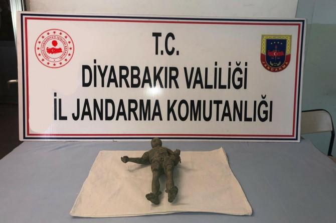 Diyarbakır Bağlar ve Silvan'da tarihi eserler ele geçirildi