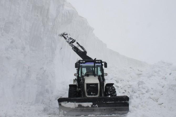 Muş'ta kar kalınlığı 10 metreye ulaştı