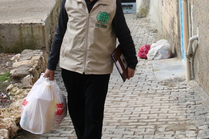 Umut Kervanı Ergani'de yılın ilk yardımlarına başladı