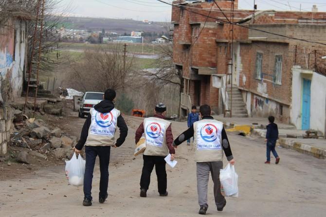 Diyarbakır'da yetim ailelerin yüzü güldürüldü