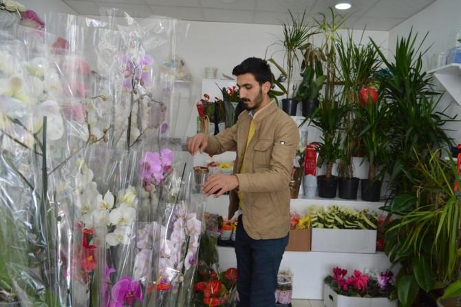 Bitlisli çiçekçiler bahar mevsimini dört gözle bekliyor
