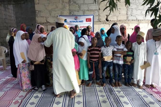 Weqfa Yetîman ji yetîmên Tanzanyayî re alîkarî kir