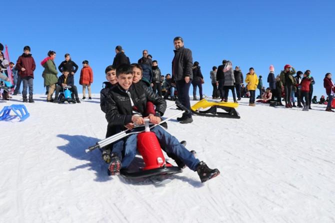 Bingöl'de yetim ve öksüz öğrenciler için kayak etkinliği