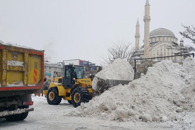 Bingöl'de 18 bin ton kar şehir dışına taşındı