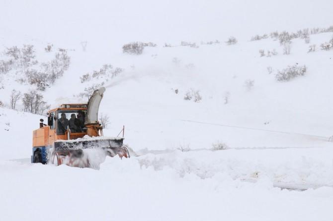 Elazığ'da kar 73 köy yolunu kapattı