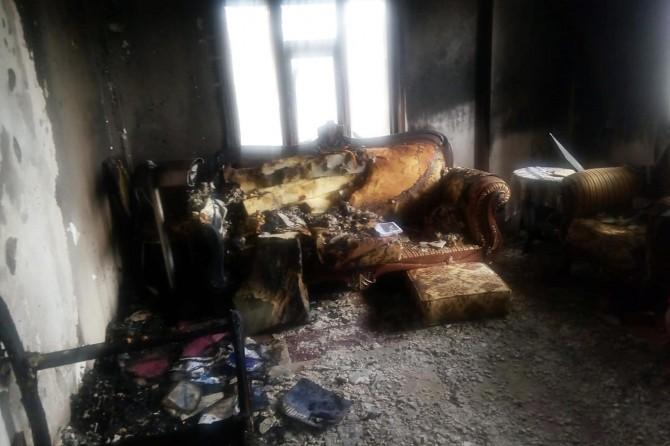 Van'da yanan ev kullanılamaz hale geldi