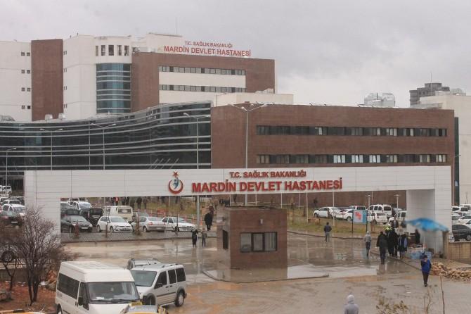Mardin'de 12 aylık bebeğe böbrek taşı ameliyatı