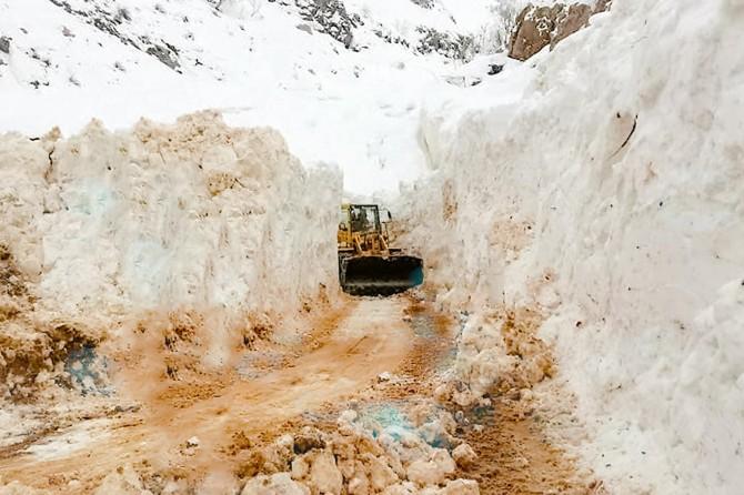 Sason'da kar nedeniyle köy ve mezra yolları kapandı