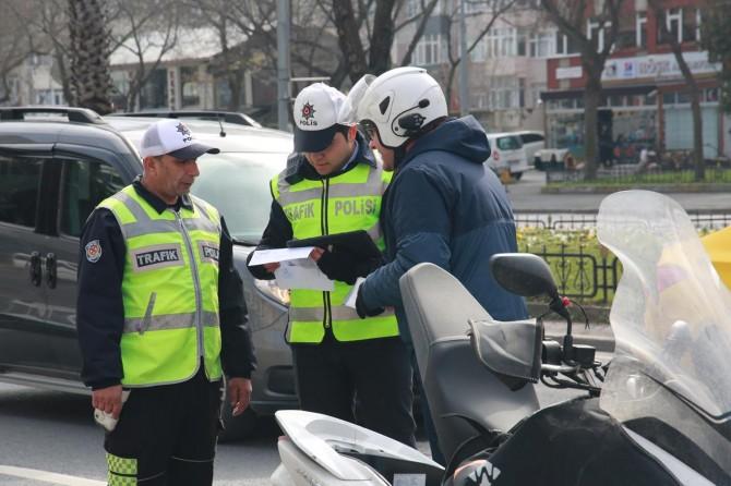 Aranan binlerce kişi yakalandı, yüzlerce araç trafikten men edildi