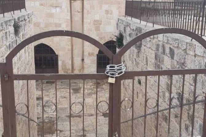 İşgal rejmi Mescidi Aksa'nın bir kapısını zincirledi