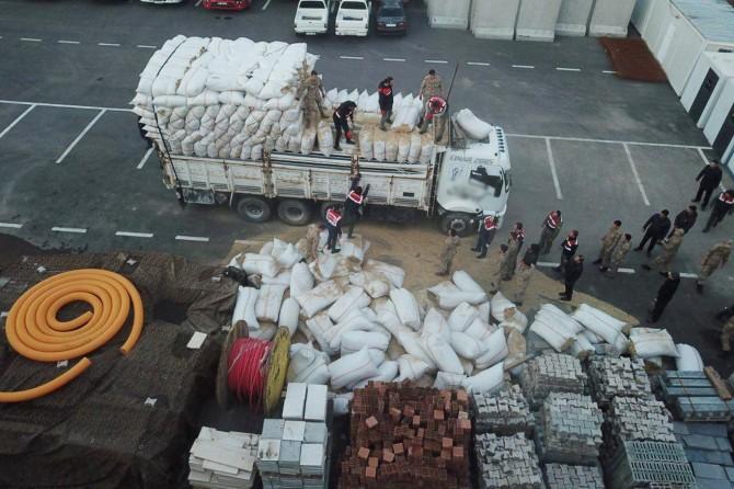 Saman balyaları arasında 176 kilo esrar bulundu