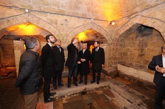 Tahmazoğlu genç milletvekillerine Şahinbey'i gezdirdi