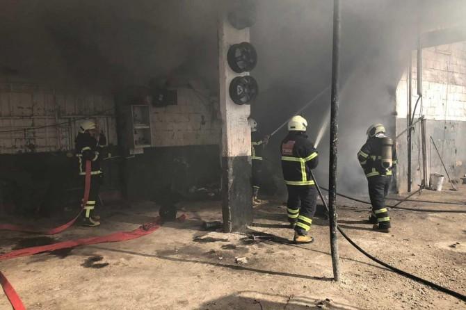 Şanlıurfa'da iş yerinde çıkan yangın eşyaları kül etti