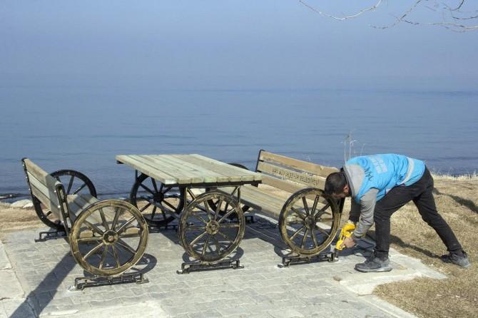 Van'da park ve bahçelerdeki mobilyalar yenileniyor