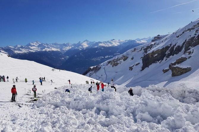 İsviçre'de çığ düştü