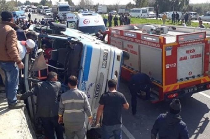 Tarım işçilerini taşıyan minibüs devrildi: 4 ölü 26 yaralı
