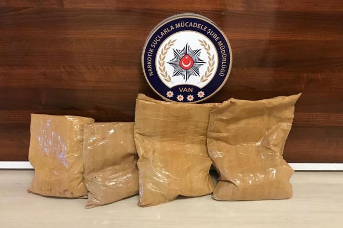 Araba bagajında 4 kilogram eroin ele geçirildi