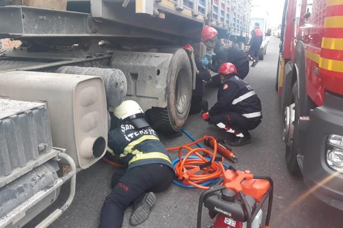 Şanlıurfa'da motosiklet TIR'ın altına girdi