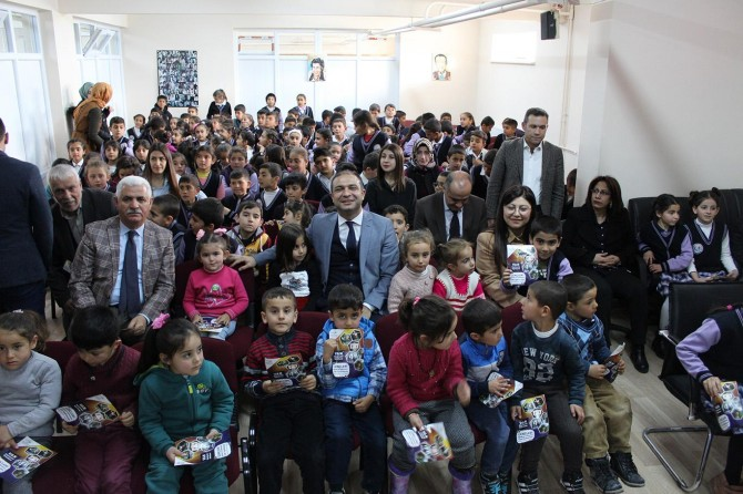 Van Büyükşehir 10 bin öğrenciye tiyatro düzenledi