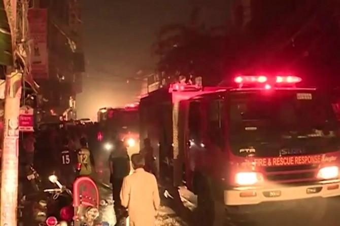 Li Bangledeşê şewat: 78 mirî