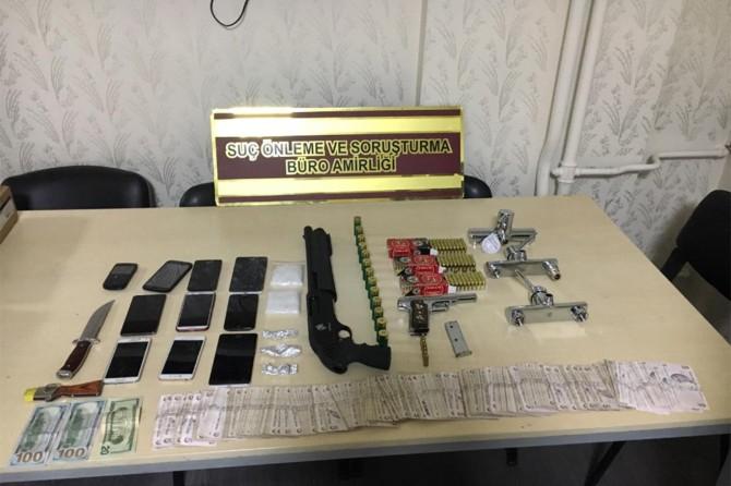 Okul çevresinde uyuşturucu satan şüpheliler yakalandı