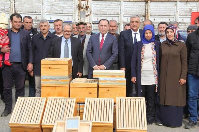 Arıcılara 900 kovan dağıtıldı