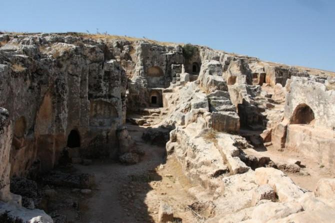 Kayalara oyulan medeniyet: Antik kent Perre