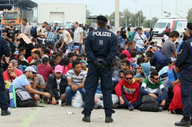 Avusturya'da mültecilere sokağa çıkma yasağı geliyor