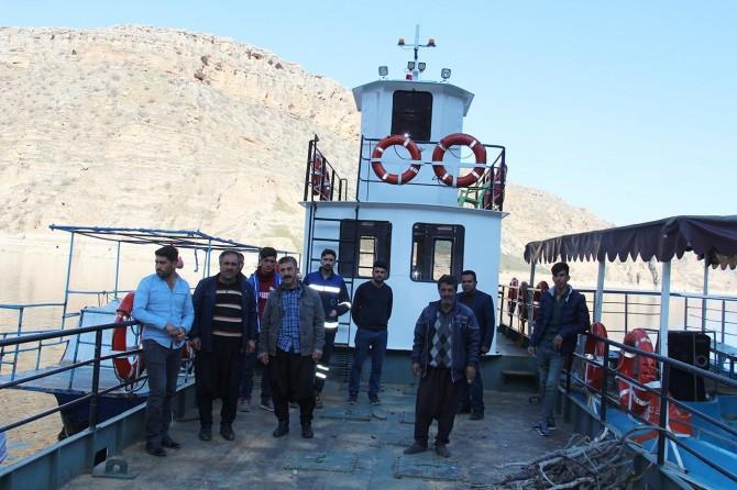 Eğil'de Feribot seferinin yapılamamasına vatandaşlardan tepki