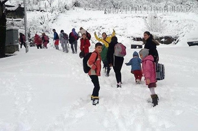 Beytüşşebap'ta eğitime kar engeli