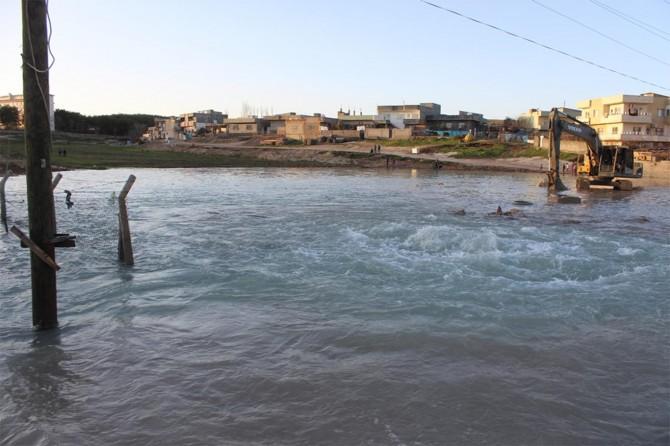 Nusaybin'de 3 ilçenin içme suyunu karşılayan boru patladı