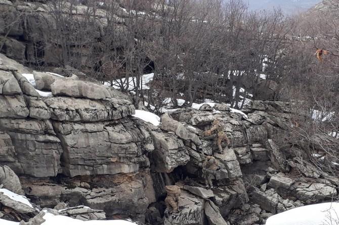 Dicle'de PKK'ye ait 19 sığınak imha edildi