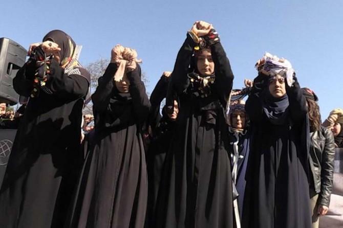 Suriyeli tutsak kadınlar için bir araya geldiler