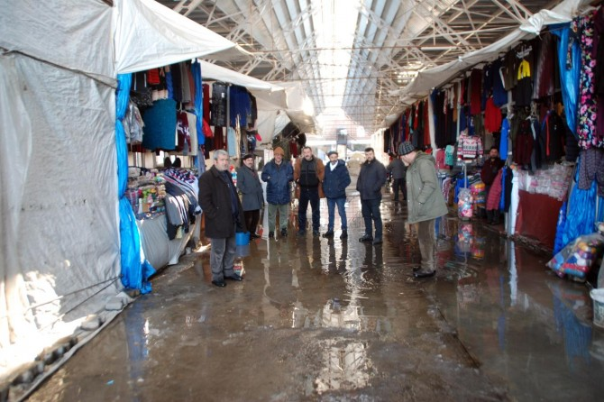 Milyonlarca liraya yapılan pazar yeri vahim durumda
