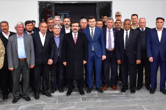 Diyarbakır Valisi Hazro'nun kanaat önderleri ve muhtarlarıyla bir araya geldi