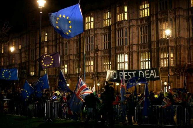 İngiltere'de Brexit'i erteleme kararı