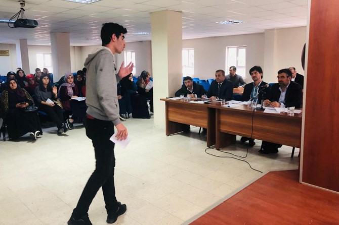 """""""Çanakkale Şehitlerine"""" konulu şiir okuma yarışması yapıldı"""