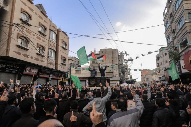 Bi hezaran Xazzeyî xwe berdan kolanan û Mahmûd Abbas protesto kirin
