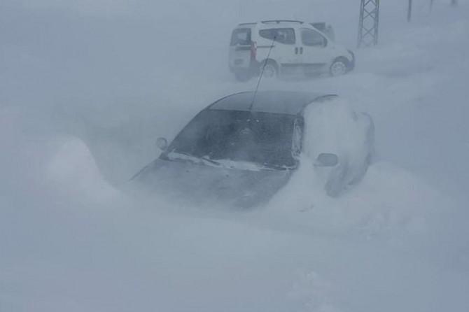 Ardahan'da onlarca araç mahsur kaldı