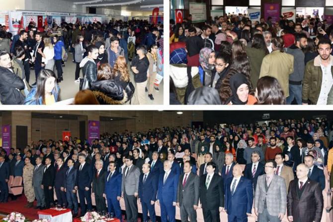 Üniversite öğrencileri kariyer fuarına katıldı